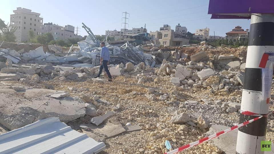 قوات إسرائيلية تهدم مركز فحص لفيروس كورونا في مدينة الخليل (صور)