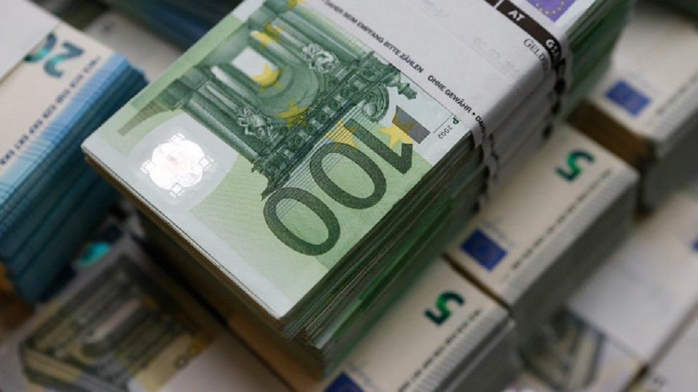 اليورو يسجل أعلى مستوى في 4 أشهر