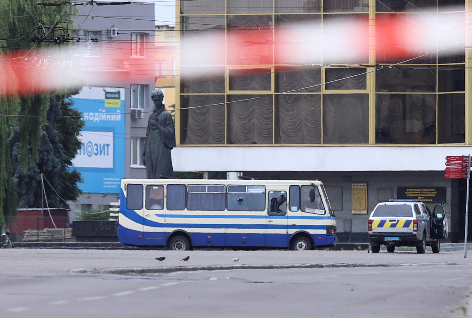 الرئيس الأوكراني يتصل شخصيا بخاطف الرهائن في لوتسك والأخير يطلق سراح 3 أشخاص