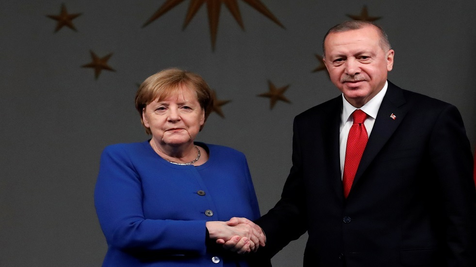 أردوغان وميركل يبحثان التطورات الأخيرة في ليبيا وسوريا