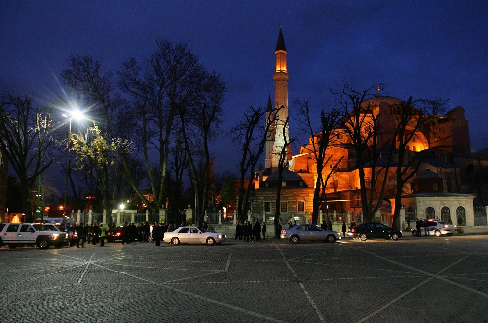 أكاديمي تركي يطالب بإزالة آثار