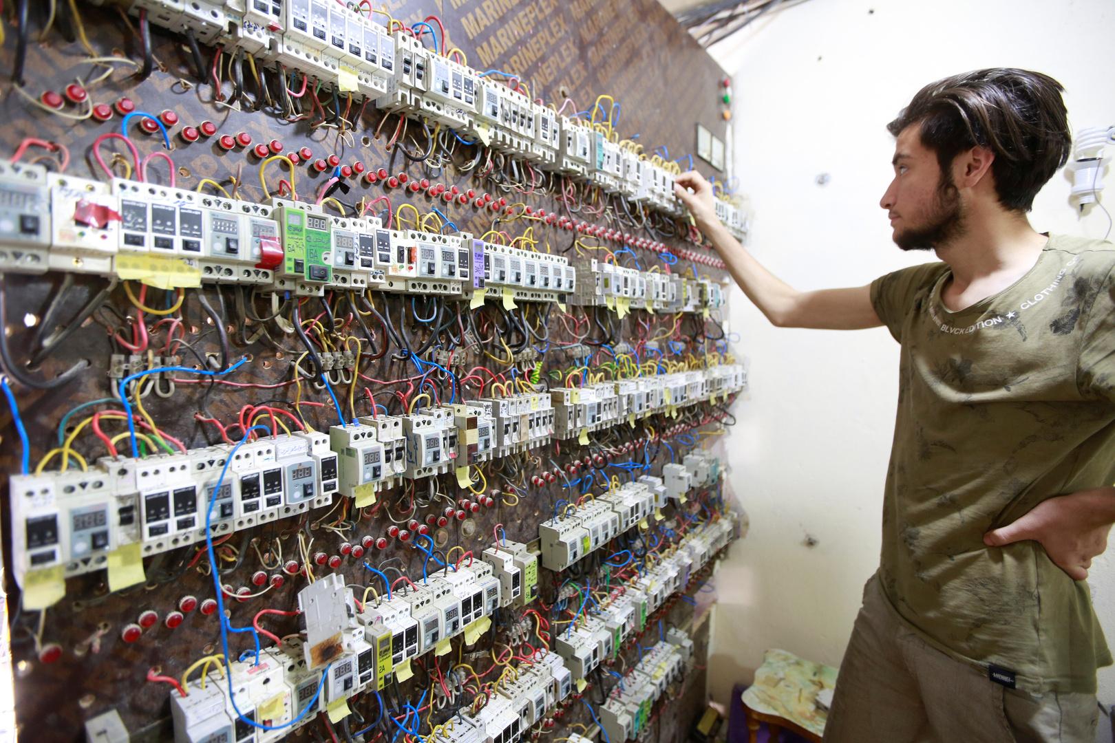 إيران والعراق.. إبرام عقدين وتسوية مستحقات توريد الكهرباء