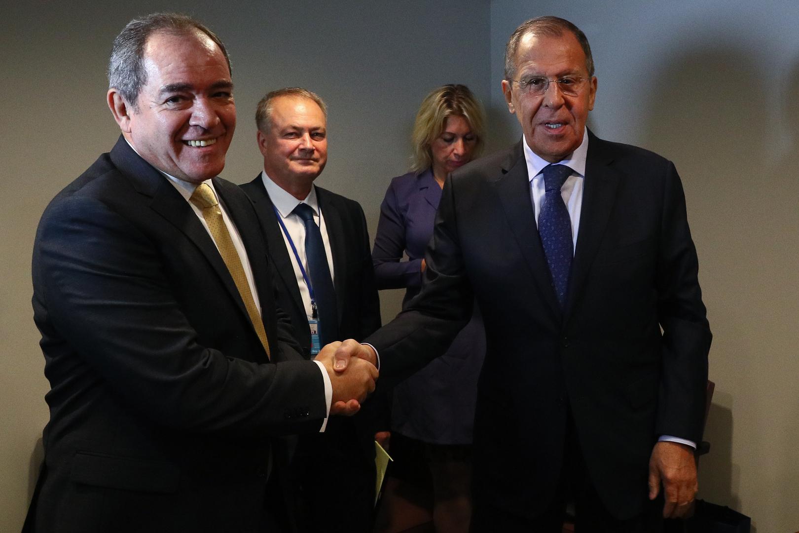 وزيرا الخارجية الروسي سيرغي لافروف والجزائري صبري بوقادوم (صورة أرشيفية)