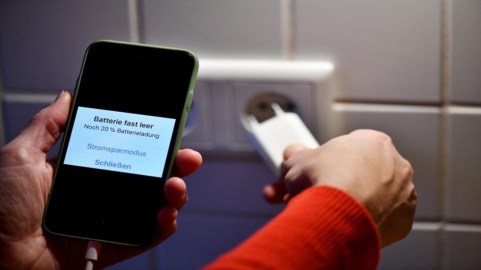 خبراء .. شاحنك السريع يمكن أن يشعل هاتفك