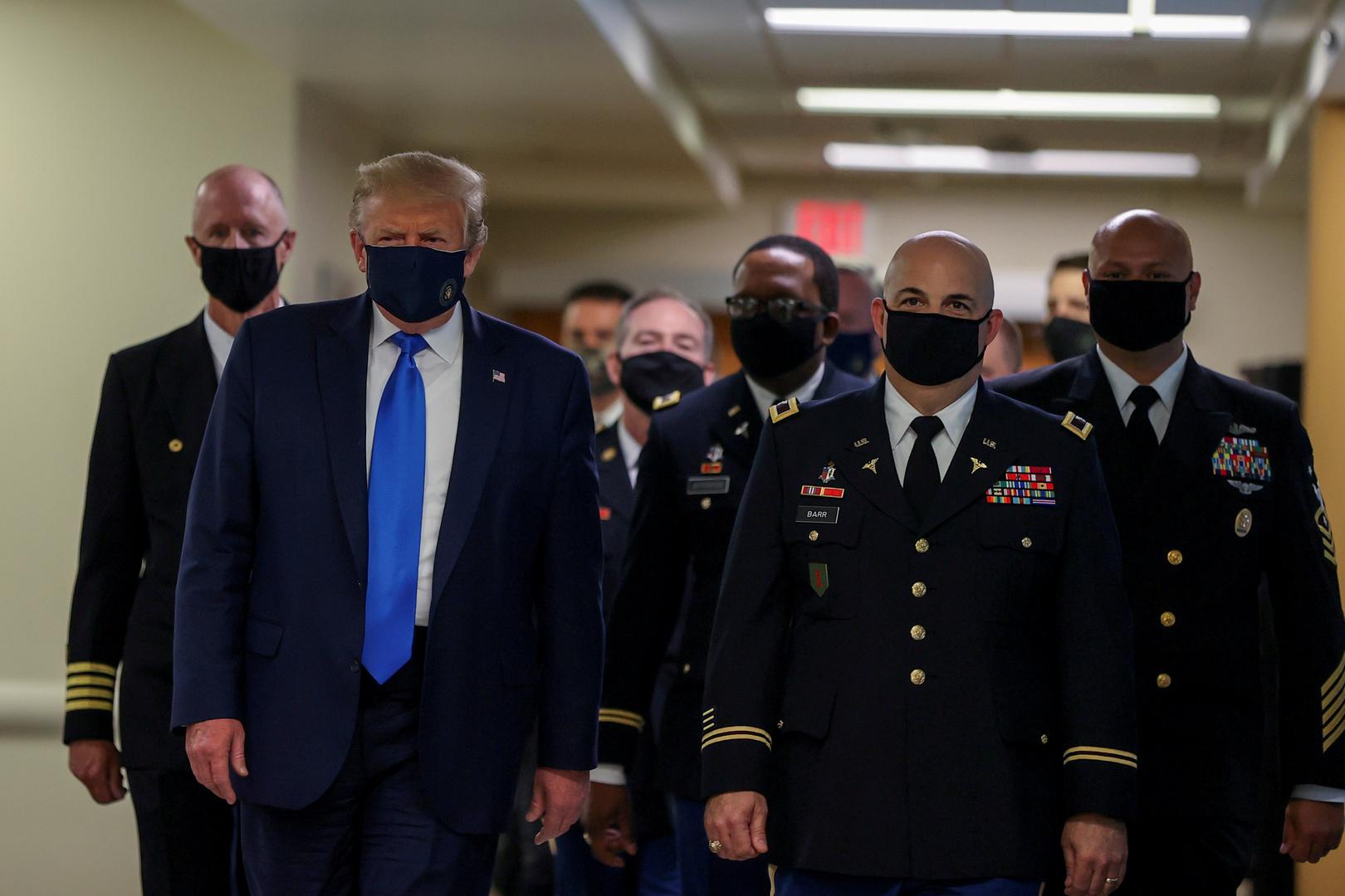 لماذا تحول ارتداء الكمامات إلى قضية سياسية في أمريكا؟