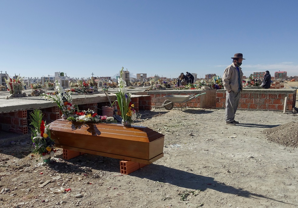 بوليفيا.. العثور على أكثر من 400 جثة في الشوارع والمنازل في ظل انتشار