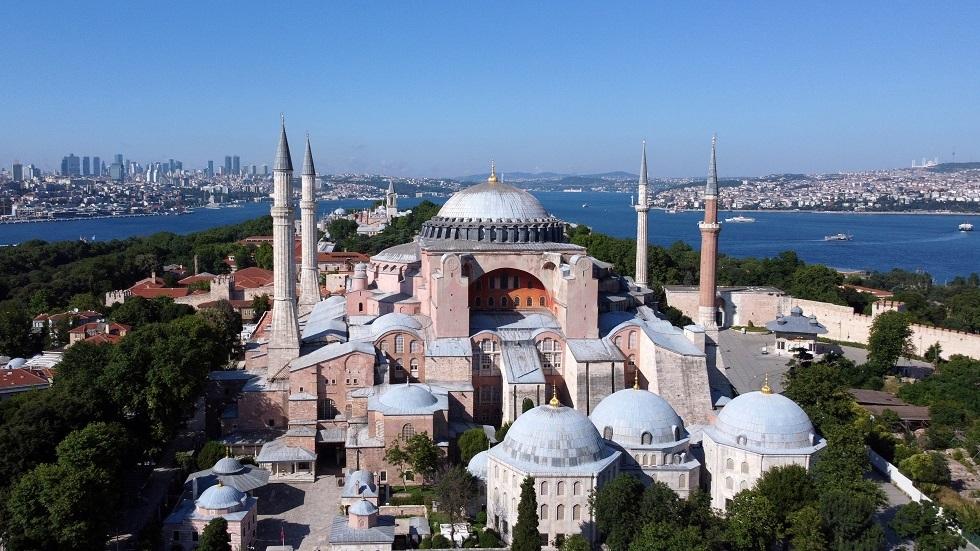 تركيا تستعد لأول صلاة جمعة في