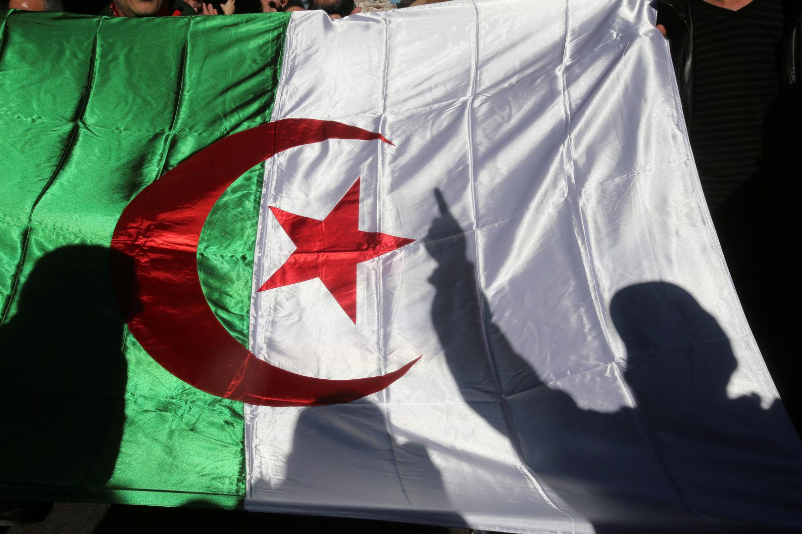 الدفاع الجزائرية تنفي صحة التصريحات المنسوبة لرئيس أركان الجيش حول الوضع في ليبيا