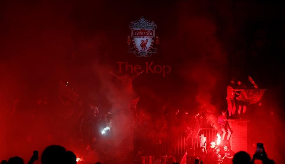 ردة فعل شرطة ليفربول على احتفالات الجماهير بلقب بطل الدوري  (فيديو)