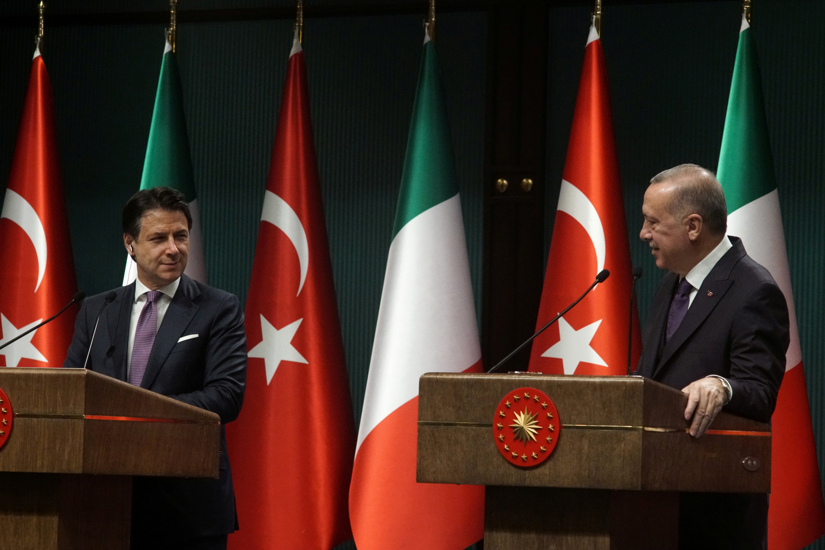 أردوغان وكونتي يبحثان جهود