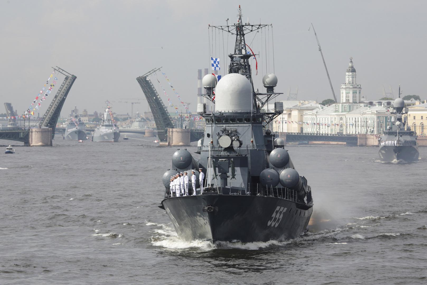 عروض عسكرية ضخمة في عيد الأسطول البحري الروسي بحضور بوتين