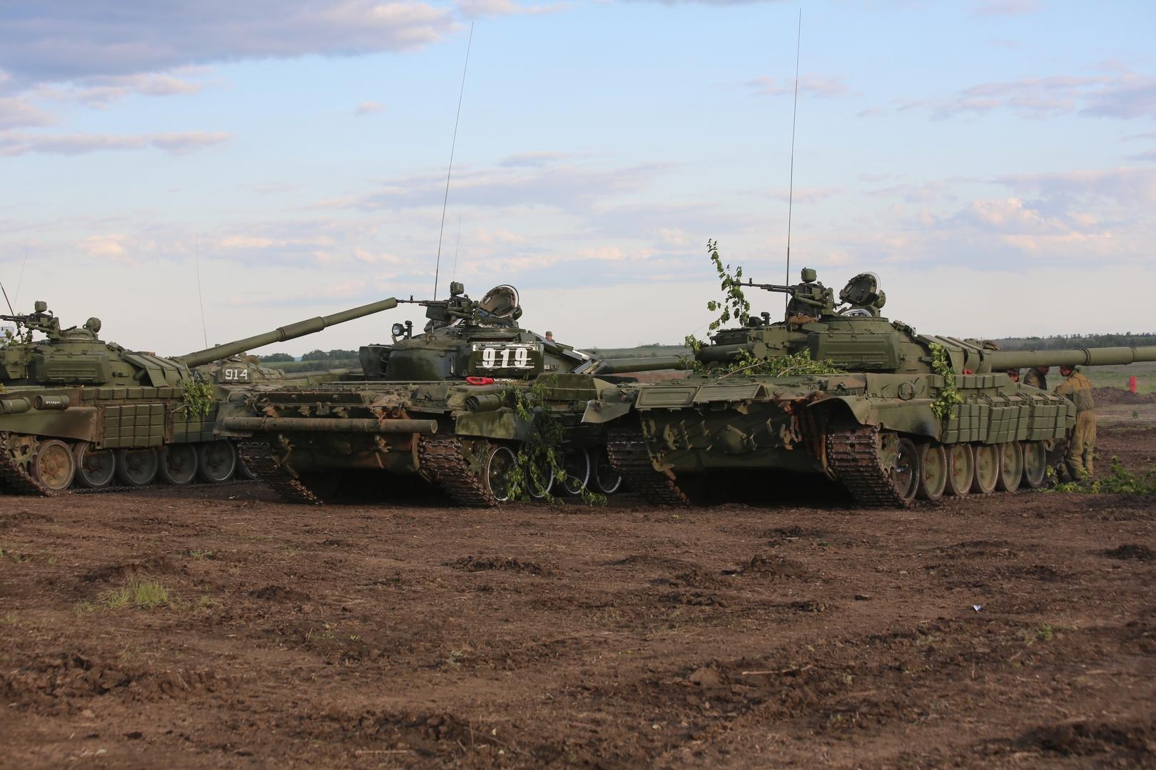 دبابات تابعة لجمهورية دونيتسك الشعبية المعلنة ذاتيا جنوب شرقي أوكرانيا