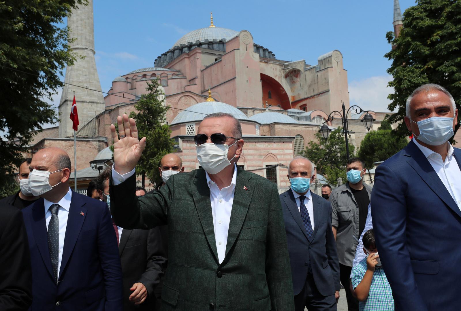 أردوغان يرد على الانتقادات بشأن