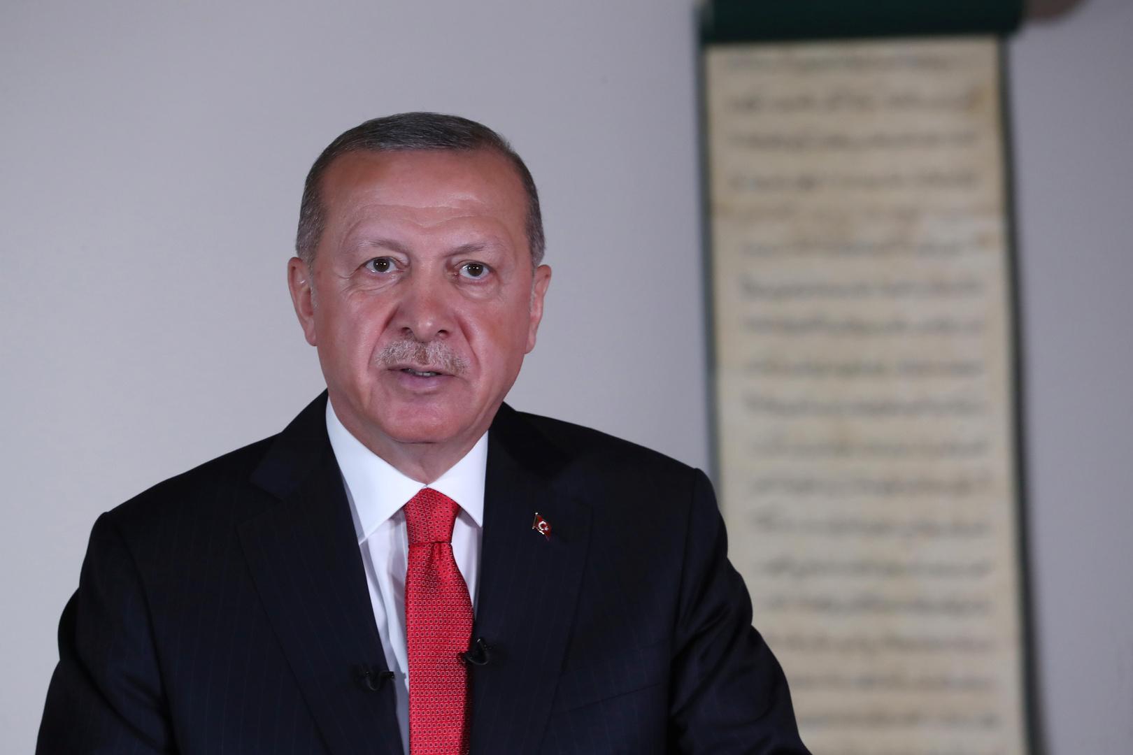 أردوغان شهر خنجره: تركيا أدخلت قوات إلى أذربيجان
