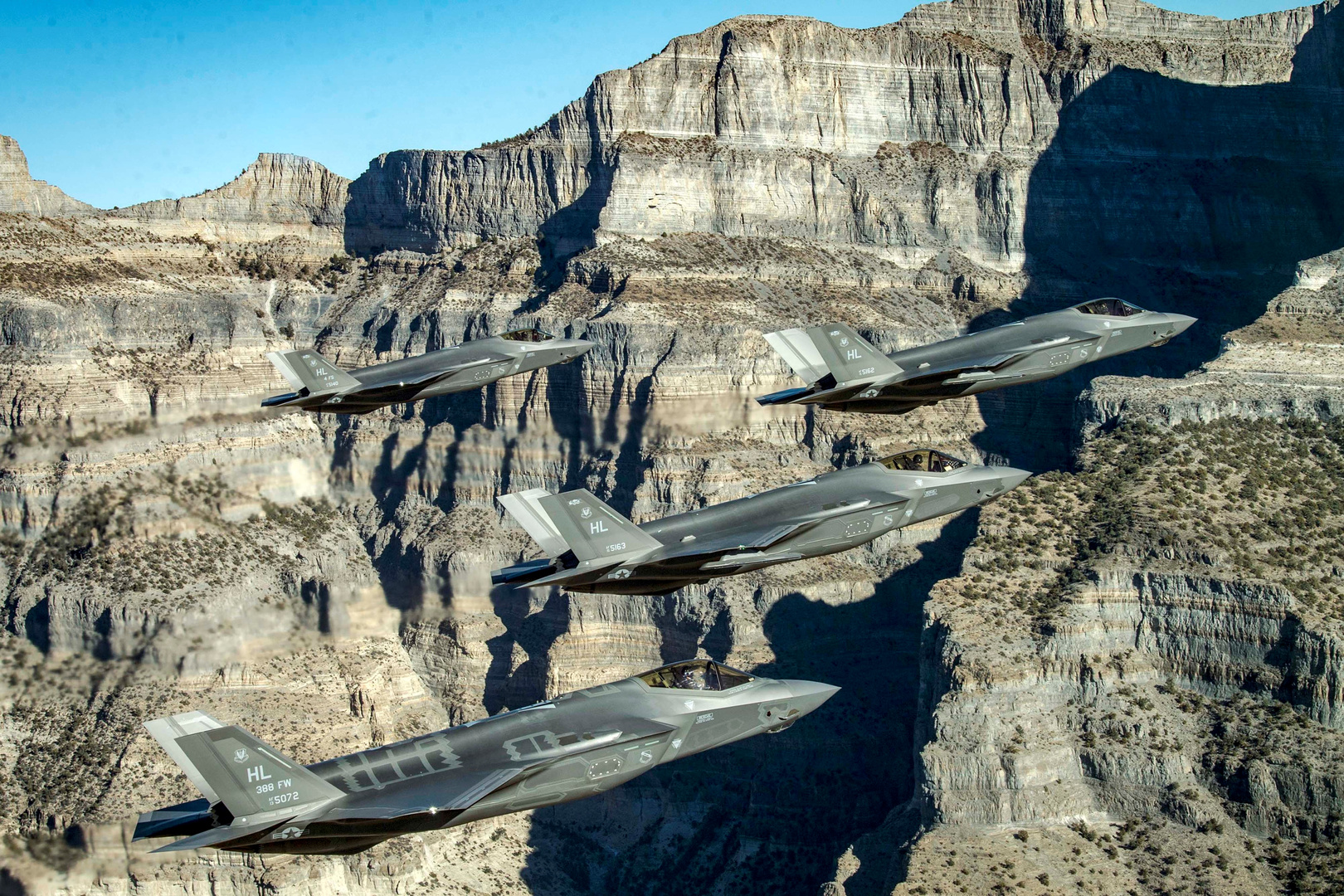 ما سبب رفض بولونيا نشر طائرات F-35 جديدة عند حدود روسيا؟