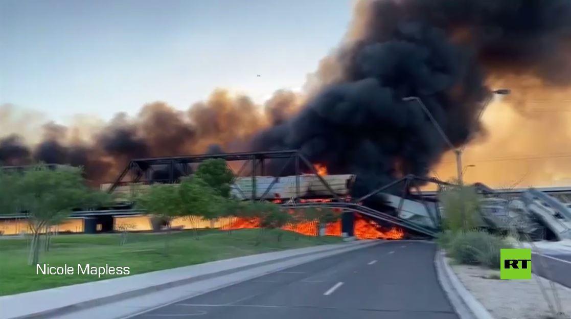 بالفيديو.. حريق وانهيار جزئي لجسر في ضواحي فينيكس بعد خروج قطار شحن عن سكته