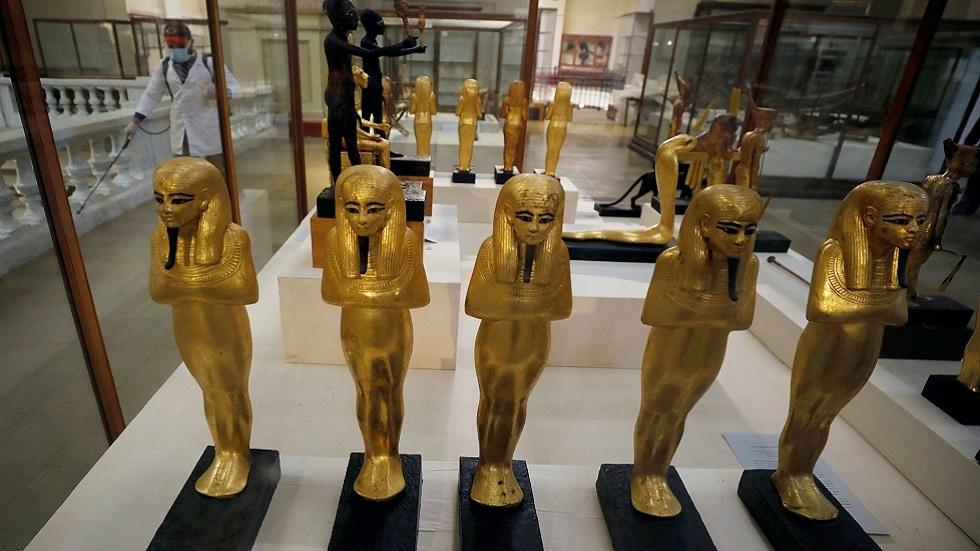 القاهرة تنفي بيع قطع أثرية مصرية لصالح