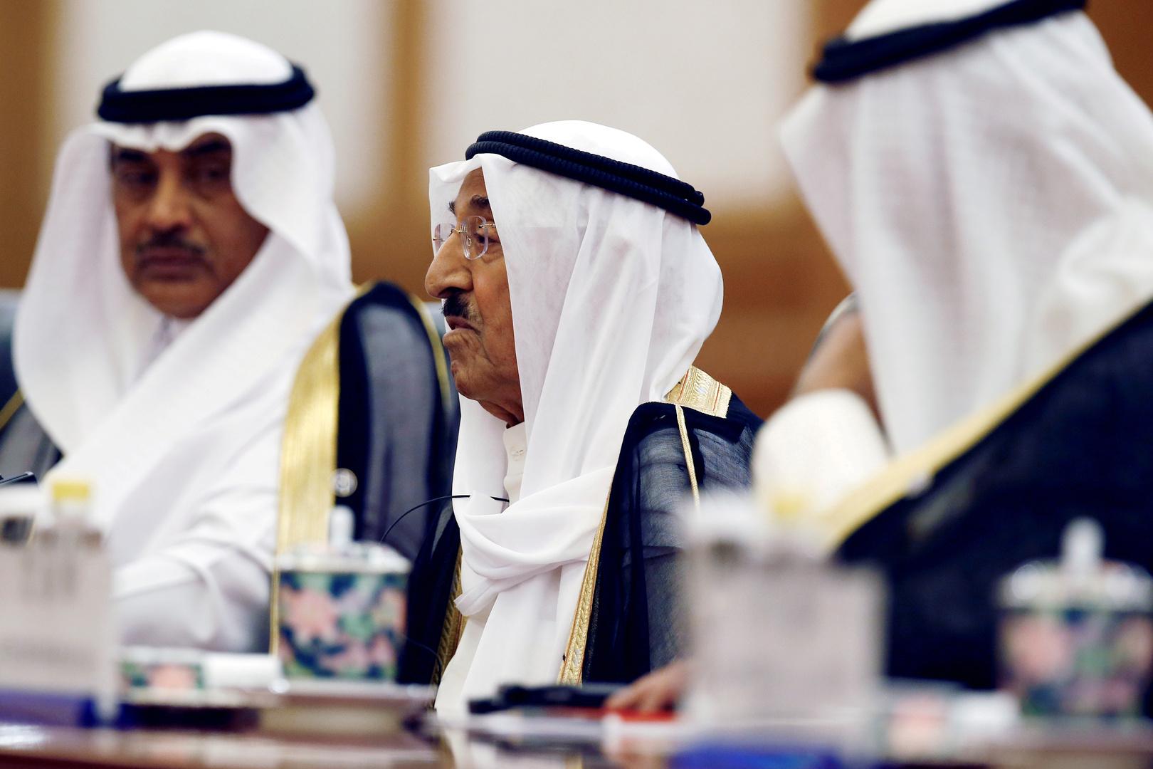 رئيس الوزراء الكويتي يطمئن الحكومة على صحة أمير البلاد