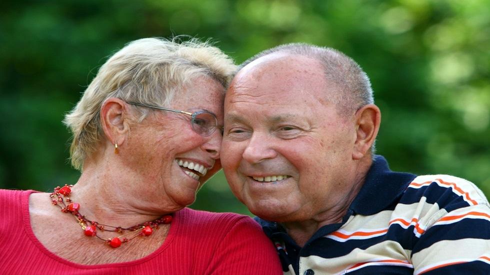كشف العلاقة بين الضحك والصحة في الشيخوخة