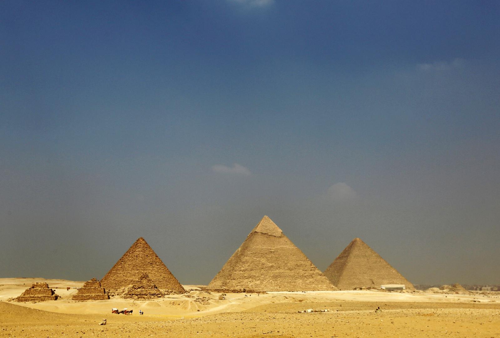 لماذا يصرون على انتزاع شرف بناء الأهرامات من المصريين؟