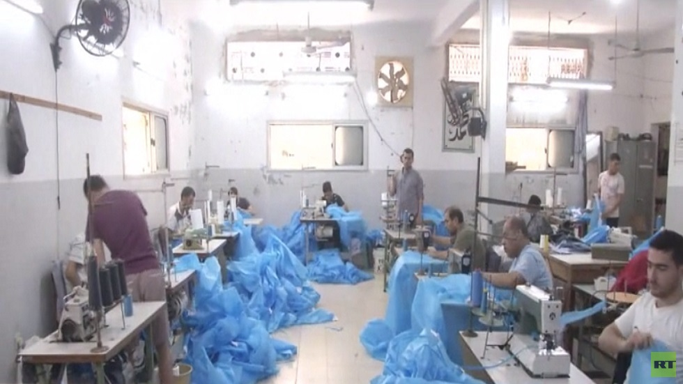 صناعة الملابس تزدهر بغزة مع حصار كورونا