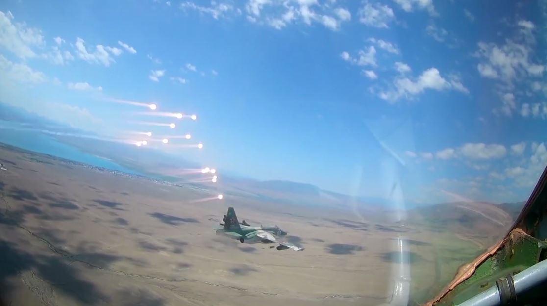 شاهد.. مقاتلات سو-25 الروسية تستهدف مواقع العدو