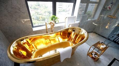 فيتنام.. افتتاح أول فندق مطلي بالذهب في العالم (فيديو)