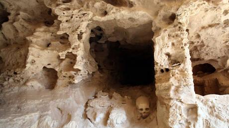 """البحث عن مقبرة كليوباترا المفقودة يكشف عن """"دفن مذهب مثير"""" في """"مدينة الموتى"""" المصرية"""