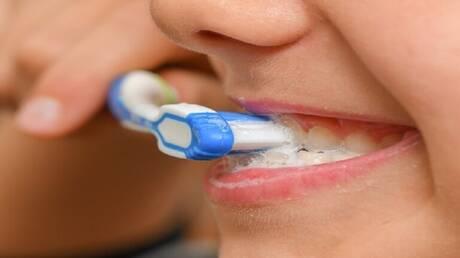 طبيب أسنان يدحض أساطير تسوس الأسنان الشائعة