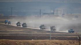 المركز الروسي للمصالحة: مسلحو إدلب وراء استهداف دورية روسية تركية بعبوة ناسفة