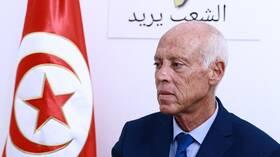 سكاي نيوز : قيس سعيد يبدأ التشاور على الحكومة الجديدة في تونس عقب استقالة إلياس الفخفاخ