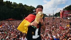 الألماني هوفيديس بطل العالم عام 2014 يعلن اعتزاله لأسباب عائلية (فيديو وصور)