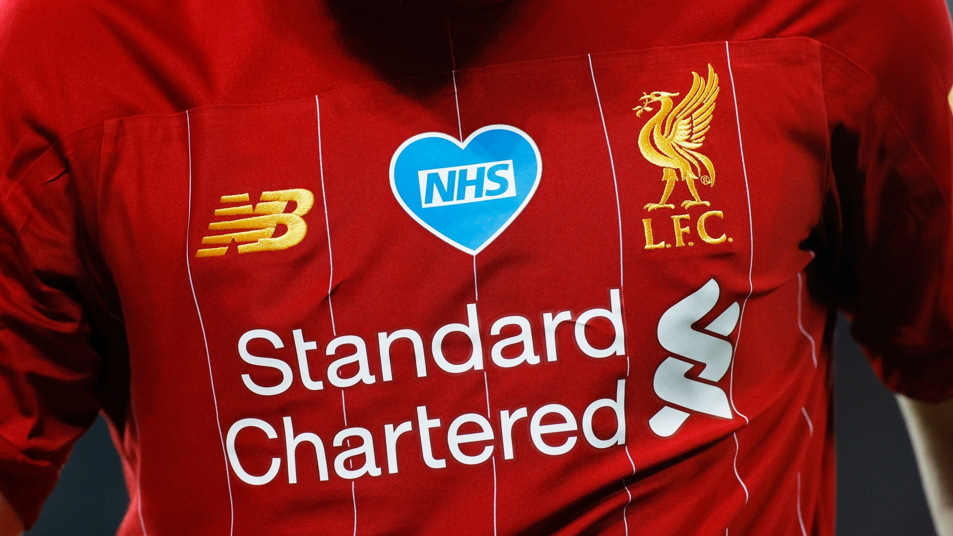 بالصور.. ليفربول يكشف النقاب عن قميصه الجديد