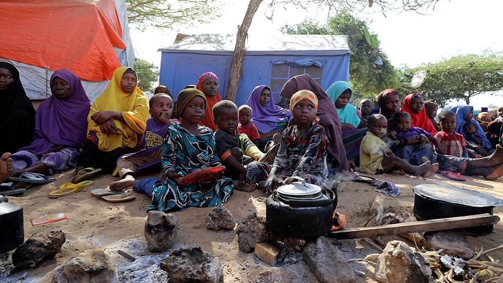 عائلات صومالية نازحة إلى العاصمة مقديشو خوفا من الغارات الجوية الأمريكية