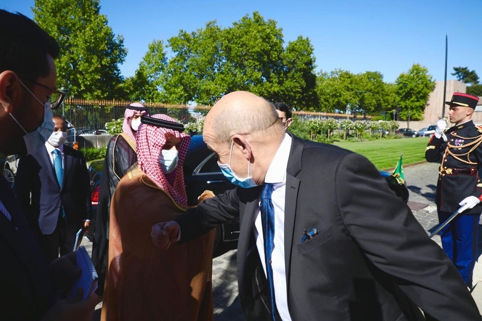 وزير الخارجية الفرنسي جان إيف لودريان، ووزير الخارجية السعودي الأمير فيصل بن فرحان بن عبدالله آل سعود