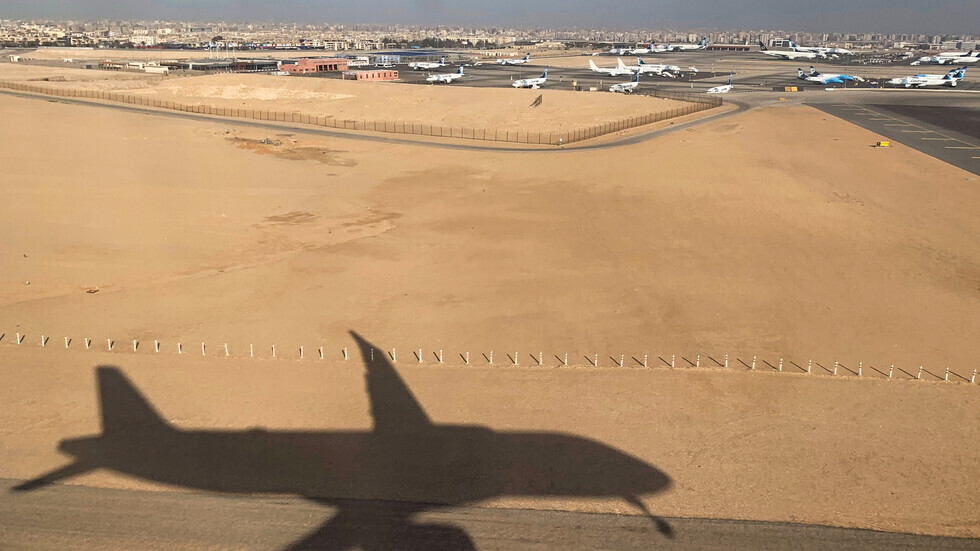 صحيفة مصرية: الحكومة تبحث حل أزمة توقف رحلات الطيران للكويت