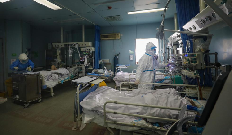 سوريا.. عمل جراحي دقيق لعجوزين مصابين بكورونا