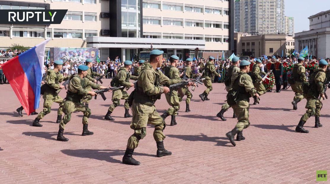 احتفالات بعيد قوات الإنزال الروسية في يكاتيرينبورغ