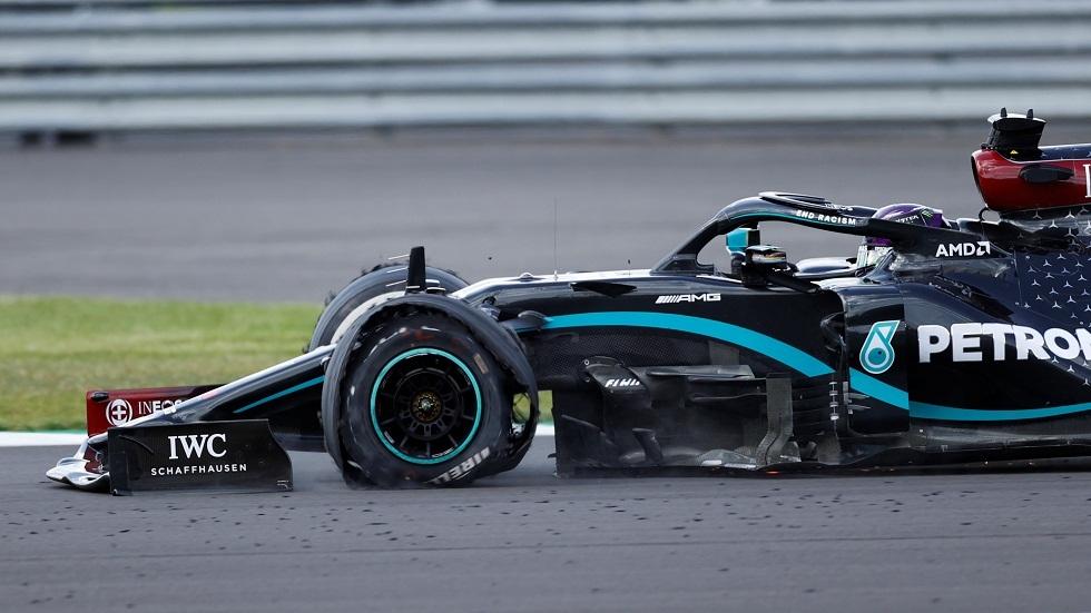 بثلاث عجلات سليمة.. هاميلتون يتوج بسباق جائزة بريطانيا للفورمولا واحد (فيديو وصور)