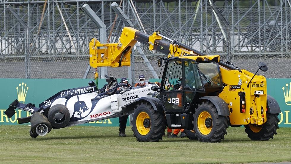بالفيديو.. الروسي دانييل كفيات يتعرض لحادث خطير خلال سباق جائزة بريطانيا