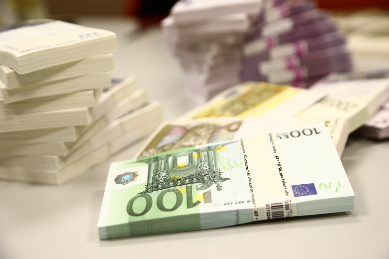 أنشطة مصانع منطقة اليورو تعاود النمو