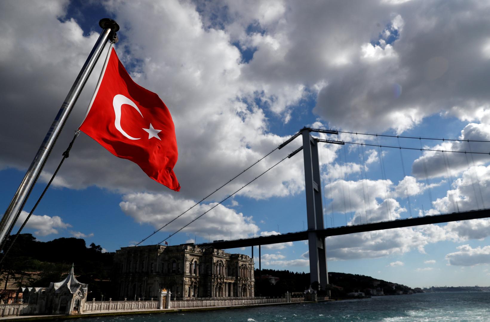 العلم التركي في مدينة اسطنبول