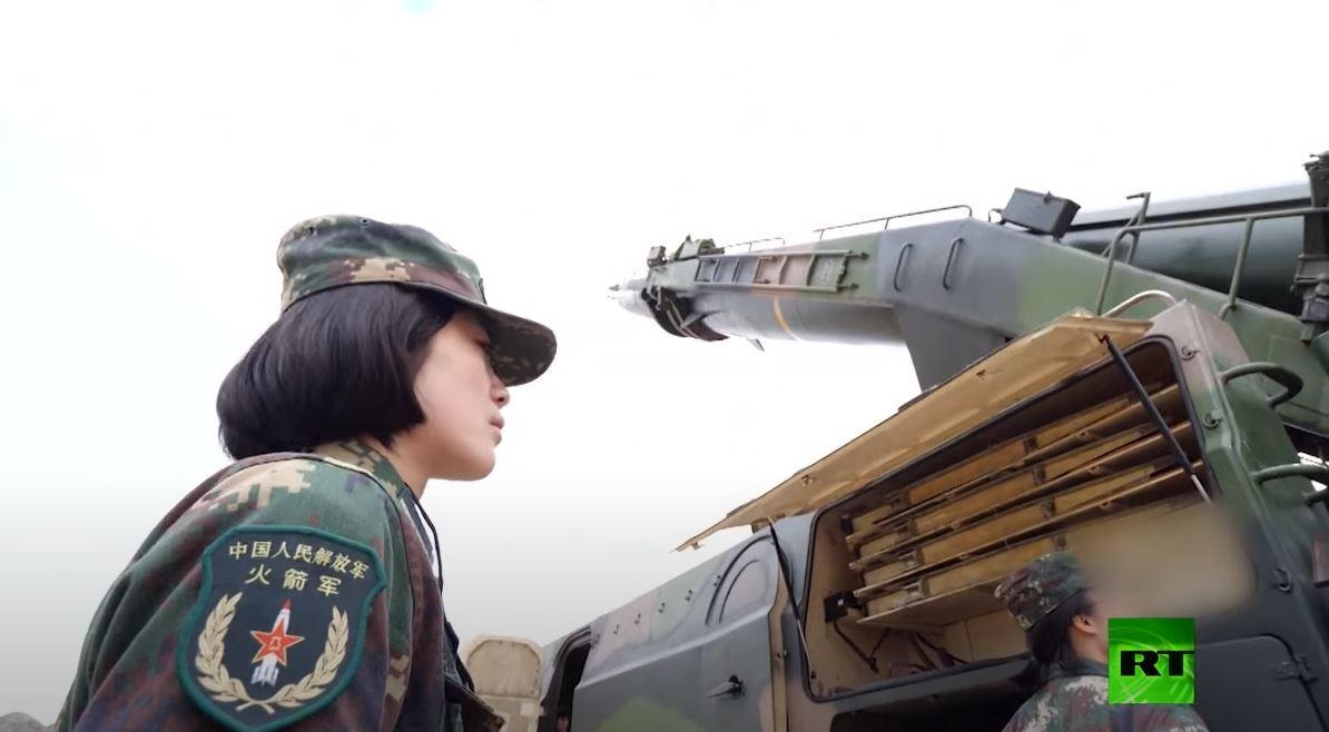 الصين.. الطالبات العسكريات يتدربن على اطلاق الصواريخ