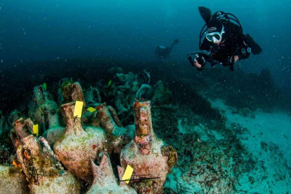 اليونان تفتتح  أول متحف تحت الماء في العالم