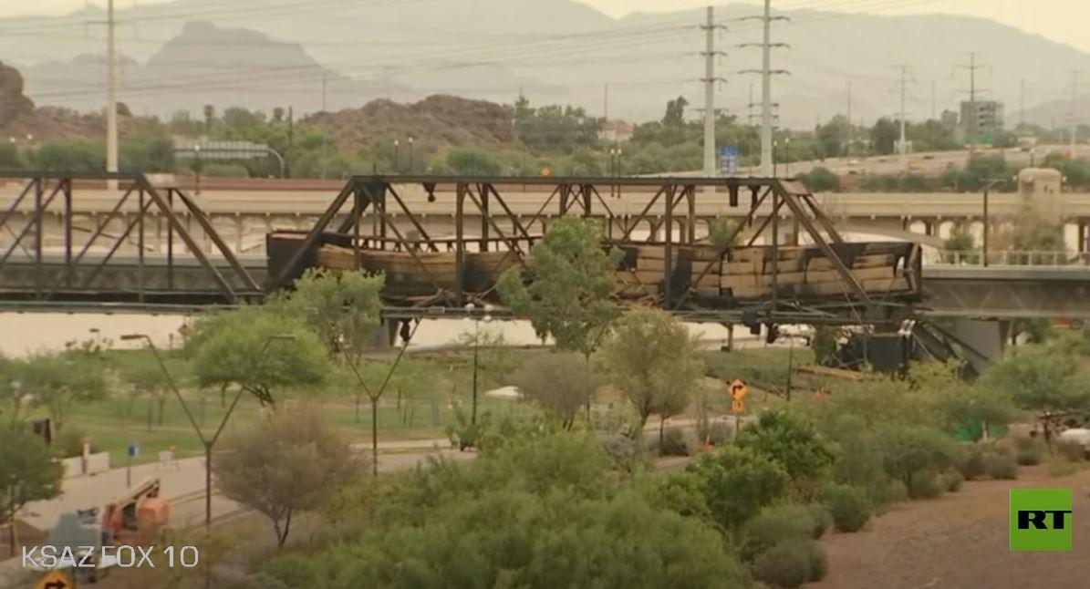 لحظة تفجير جسر في ولاية أمريكية