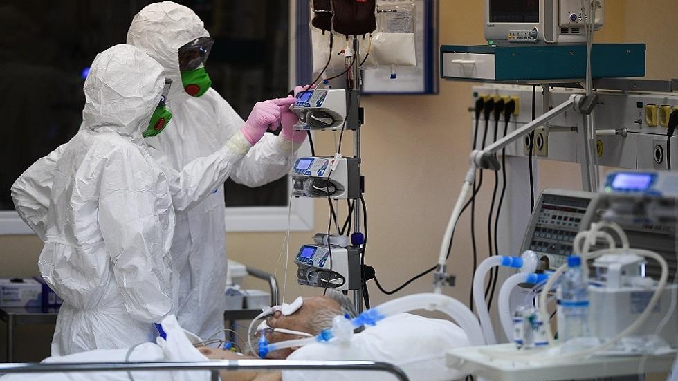 روسيا تسجل انخفاضا لافتا في الإصابات اليومية بكورونا مع قفزة بالوفيات