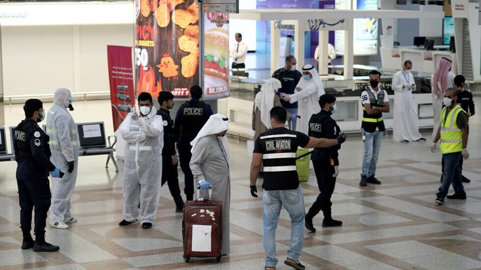 صحيفة: الركاب المصريون صدموا لإنزالهم من الطائرة المتجهة للكويت قبل لحظات من إقلاعها