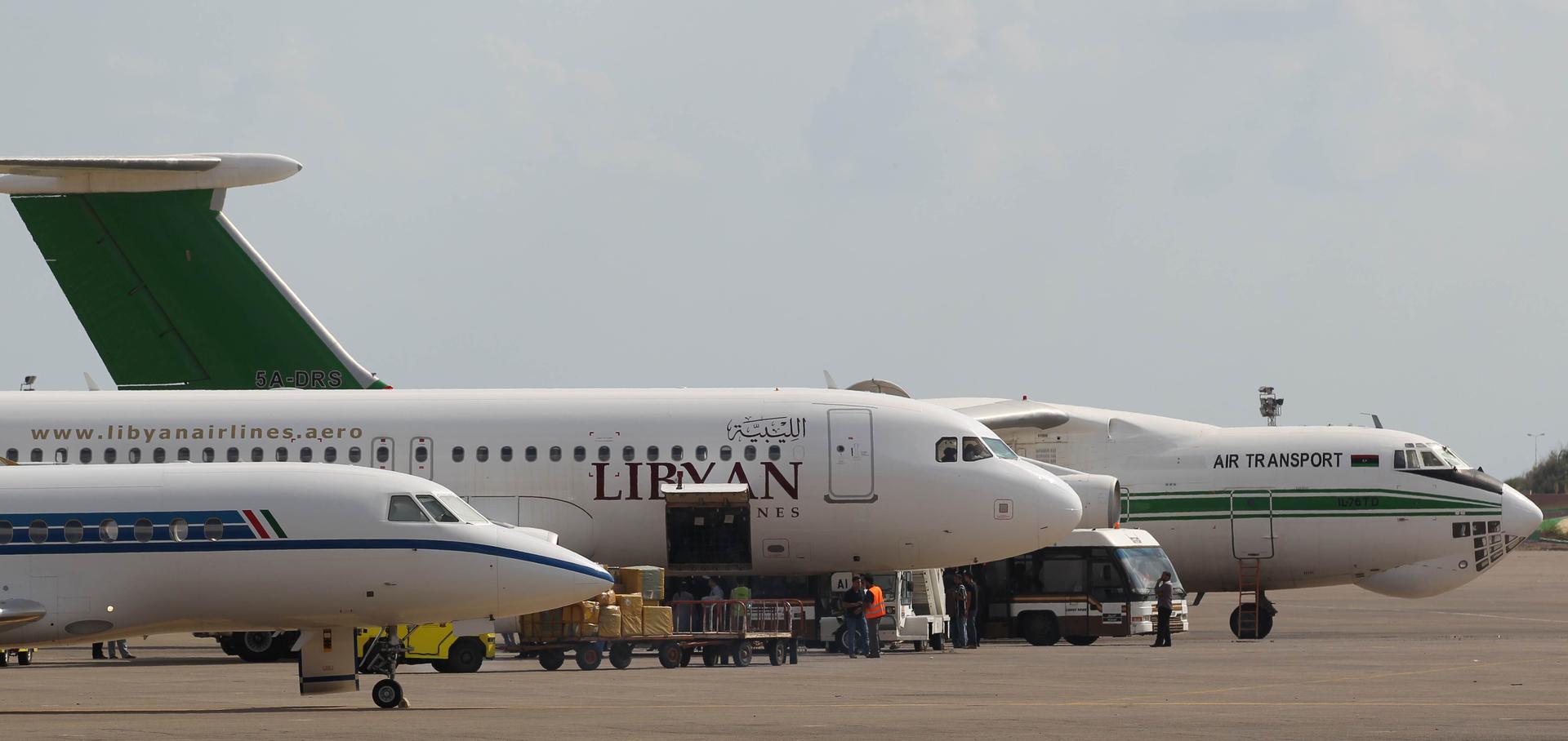 ليبيا.. حريق مطار مصراتة يتسبب في نقل الحركة الجوية إلى مطار معيتيقة