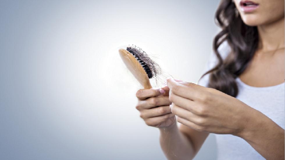 الأسباب الرئيسية لتساقط شعر النساء