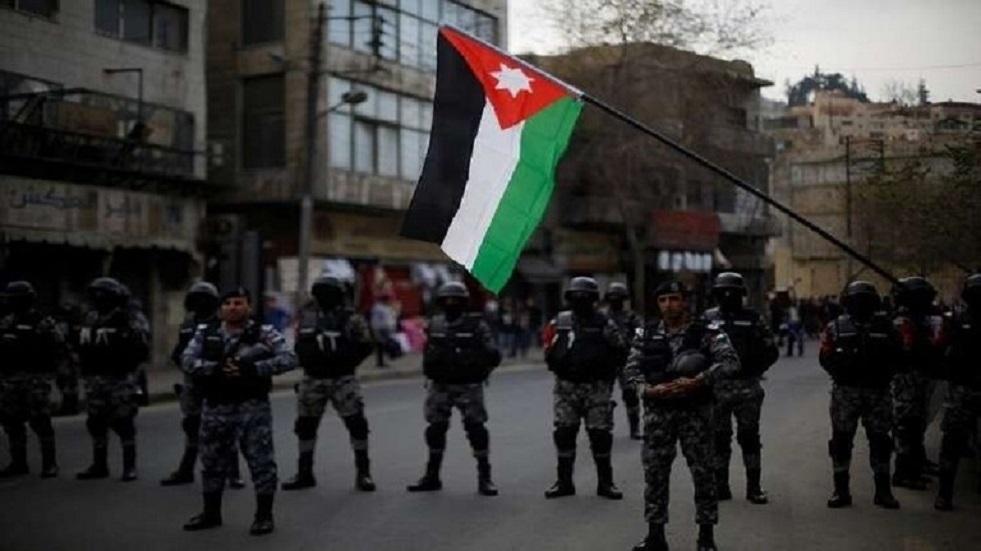 الأردن.. إصابة 7 شرطة في الكرك خلال مواجهات مع المحتجين